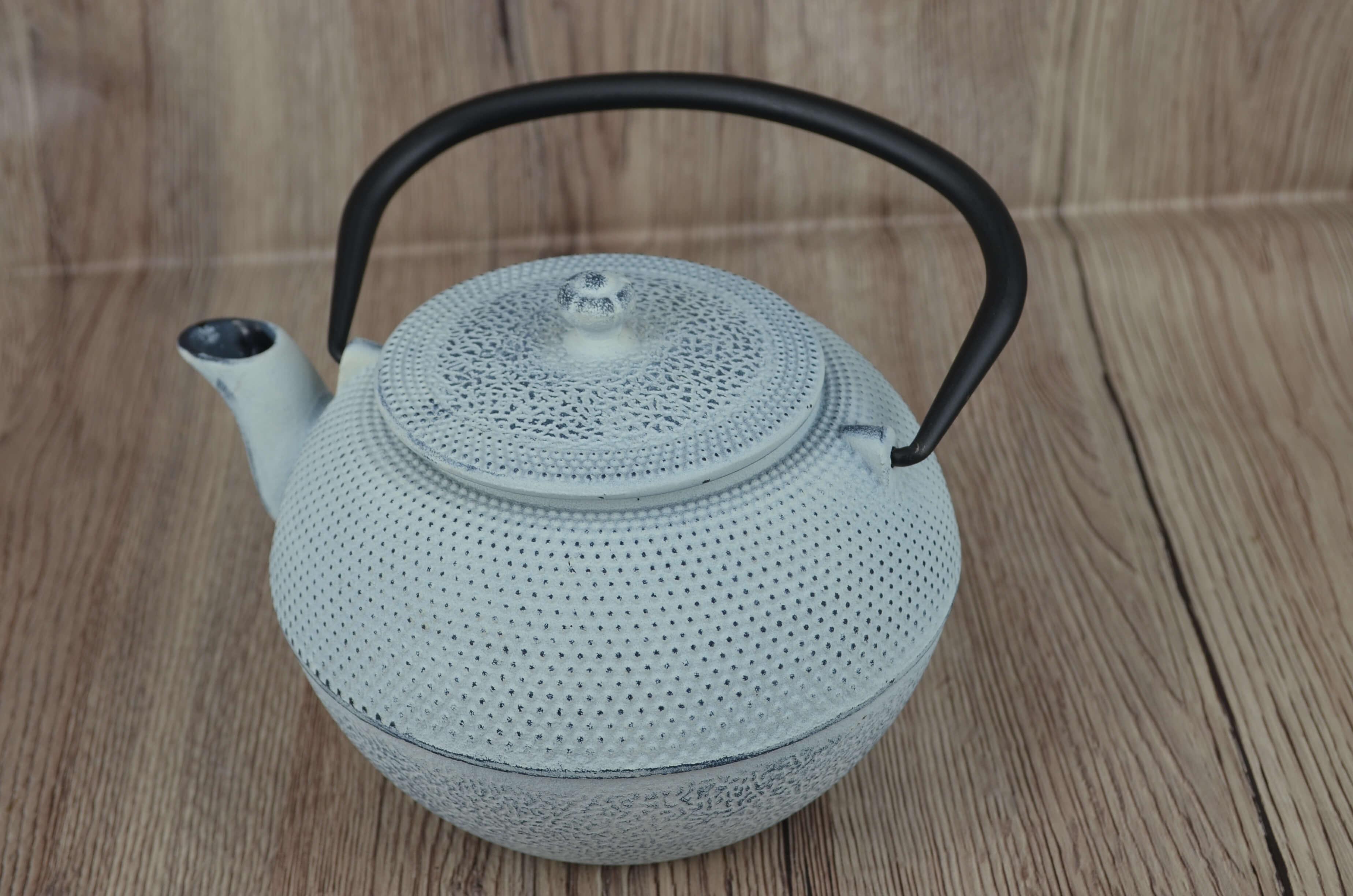 żeliwny biały dzbanek do parzenia herbaty, żeliwny dzbanek