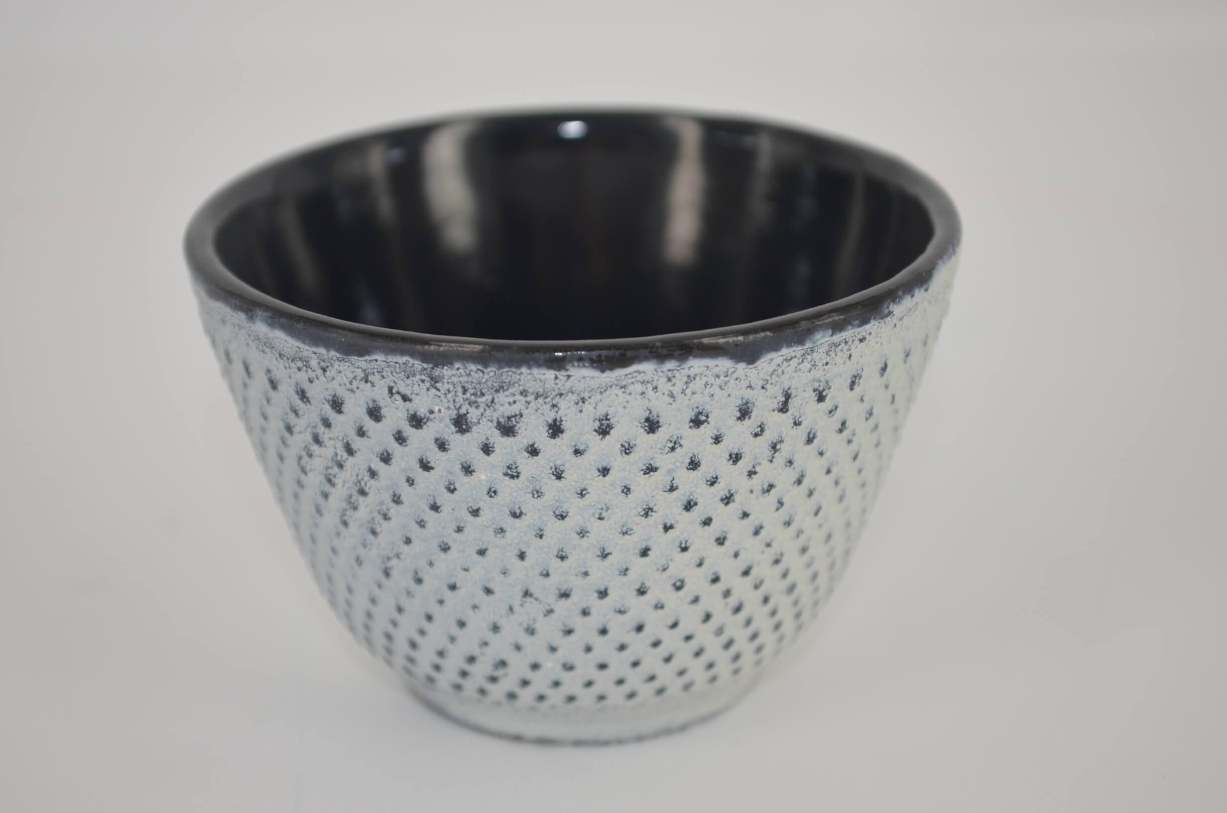 japońska biała czarka żeliwna, czarka żeliwna, czarka do herbaty