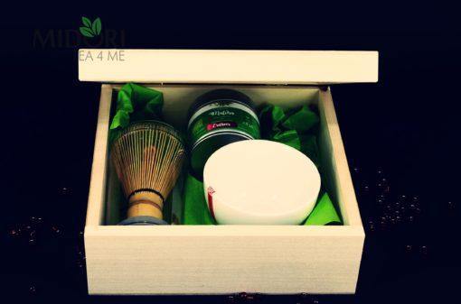 zestaw prezentowy z herbatą, zestaw prezentowy z matachą, prezent w skrzynce, herbata na prezent, czarka japońska, japońska czarka, zestaw z herbatą na prezent