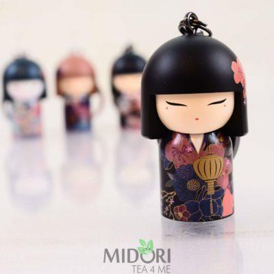 Breloczek Kimmidoll Collection, Breloczek Kokeshi Chikako, japoński prezent, japońskie gadżety, japoński breloczek, japoński sklep, sklep japoński
